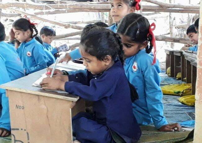 foto-niñas-ayudandose-aldea